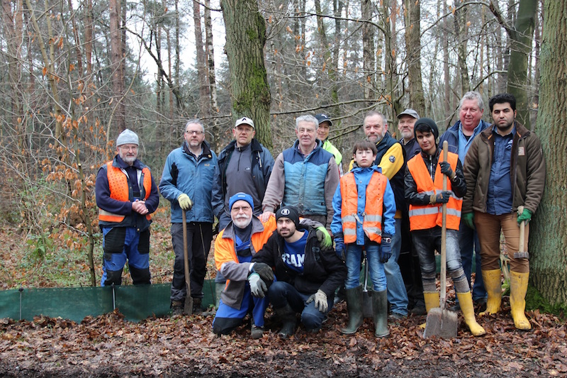 """Helfergruppe beim Arbeitseinsatz """"Krötenzaun am Slopsteinweg"""" am 05.03.2016 in Westerkappeln (Foto: Irmgard Heicks)"""